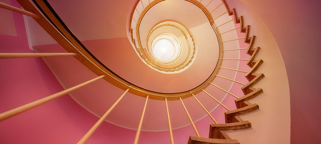 Treppenhaus tapezieren | Heinz Malermeister